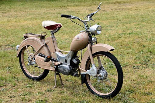 moped-1421556__340